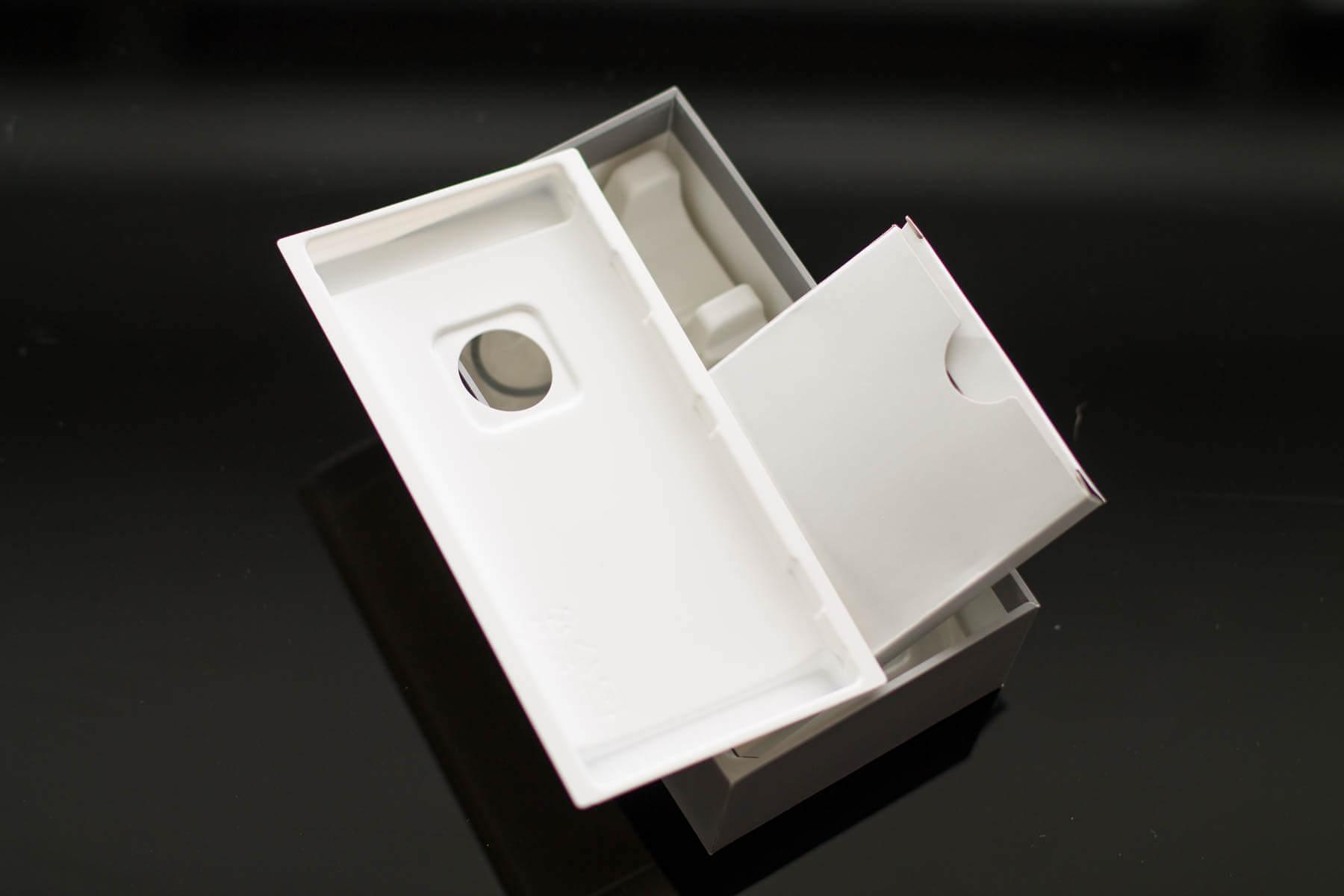 Дешевая коробка Sony XZ3