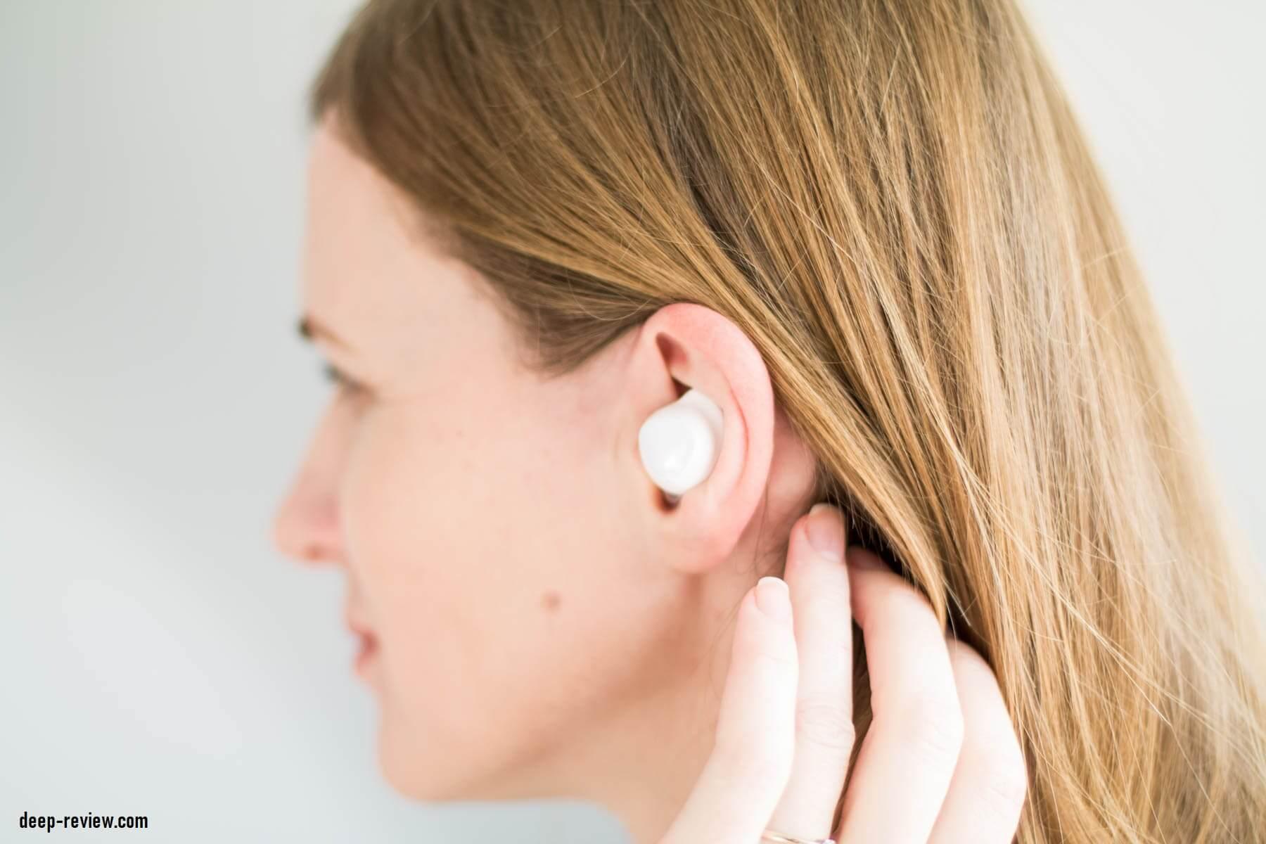 Как выглядят Galaxy Buds в ушах
