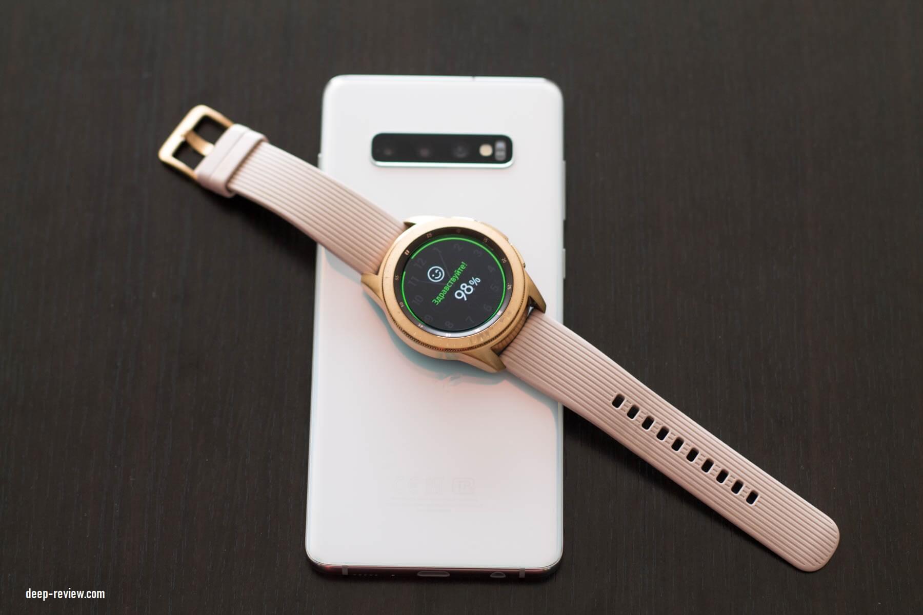 Galaxy S10+ заряжает Galaxy Watch с помощью реверсивной беспроводной зарядки