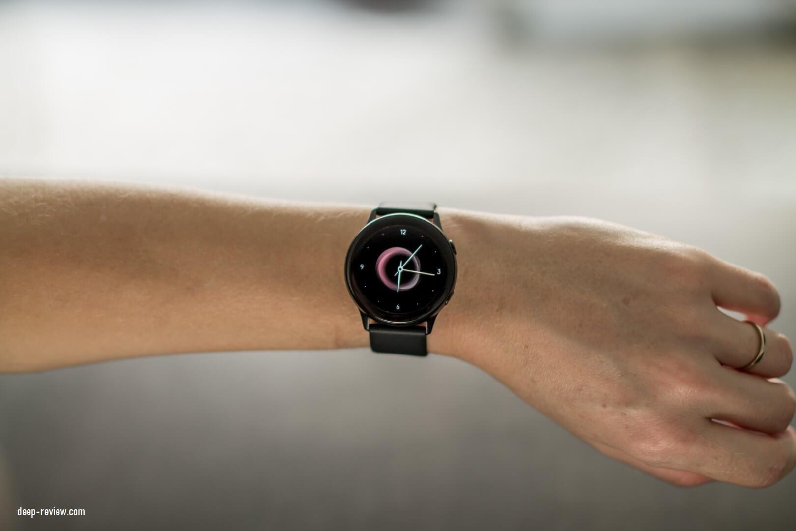 Как выглядят Galaxy Watch Active на женской руке?