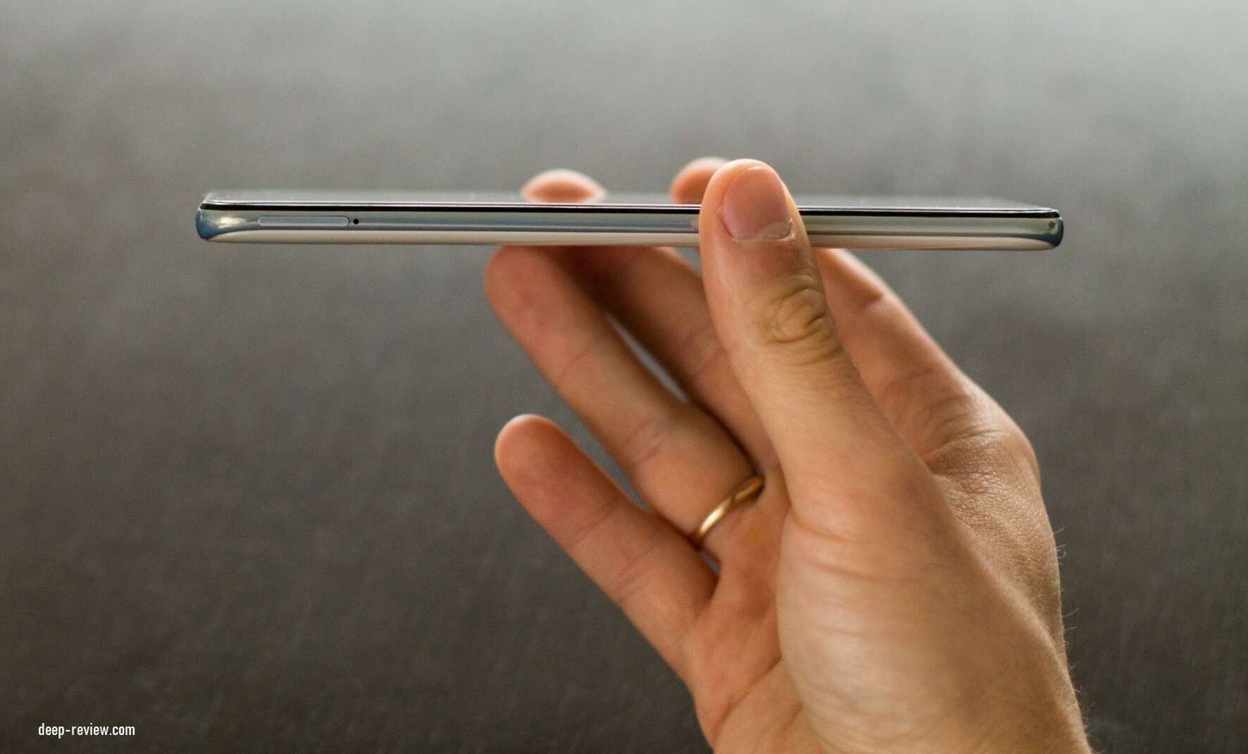 Левая сторона Samsung Galaxy A50