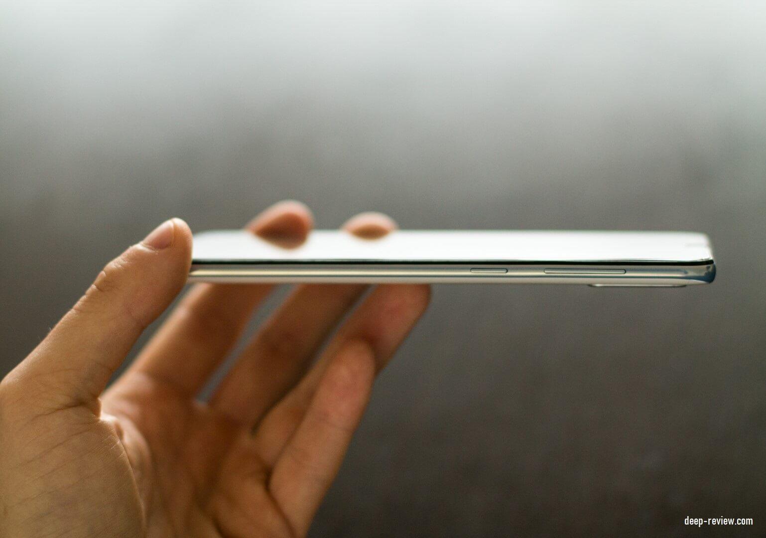 Кнопки на правой стороне смартфона Samsung Galaxy A50