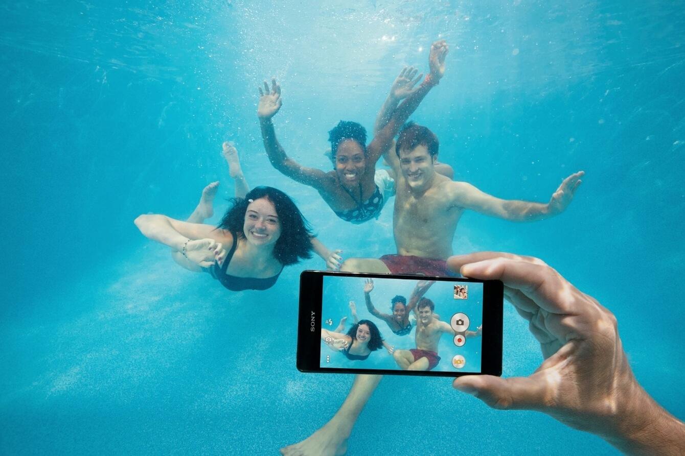 можно ли снимать смартфоном под водой?