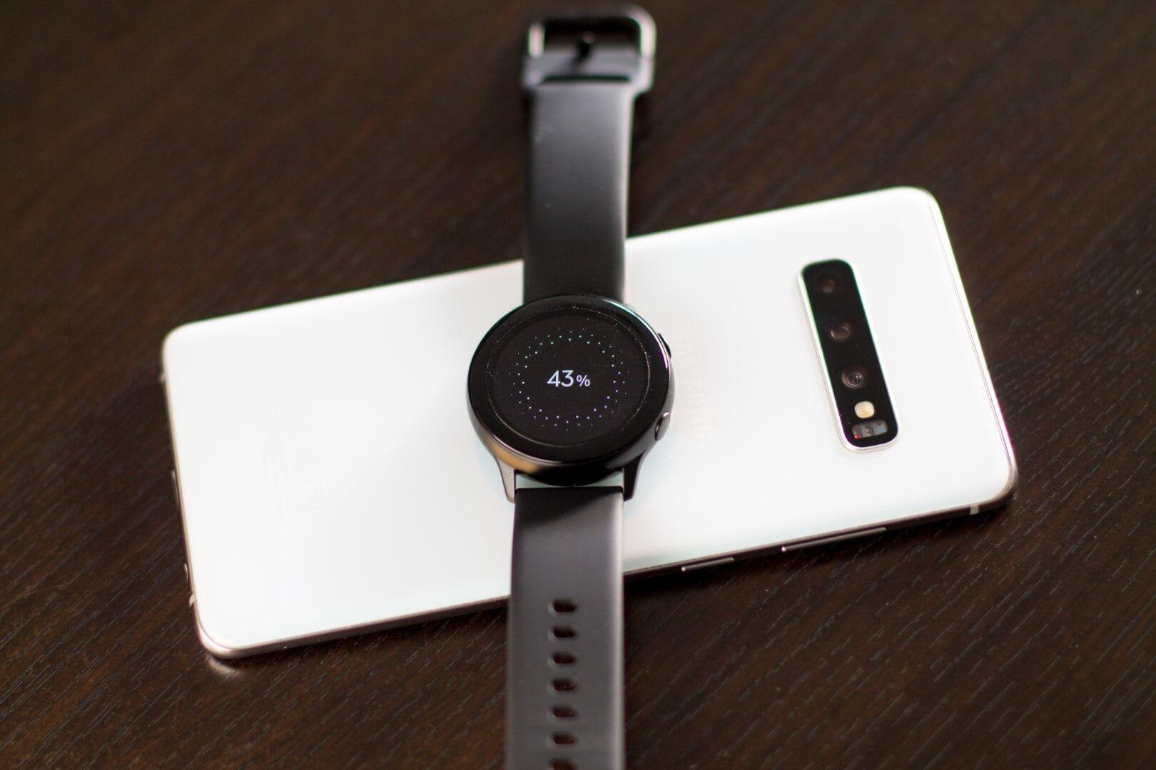 Часы Galaxy Watch Active можно заряжать прямо от смартфона