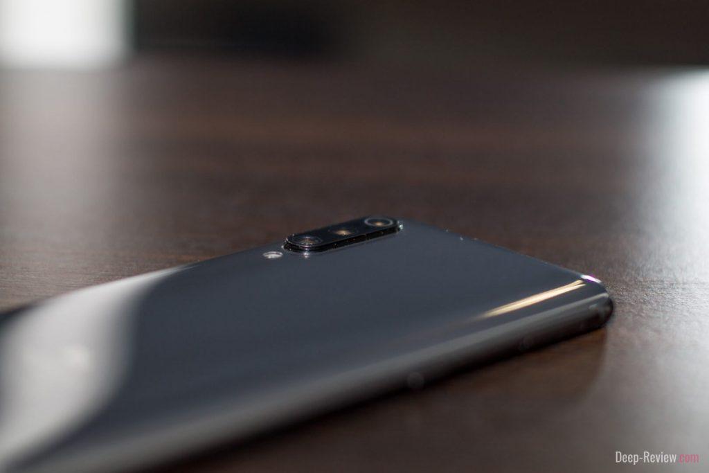 Сильно ли выступает камера над корпусом Xiaomi Mi 9?