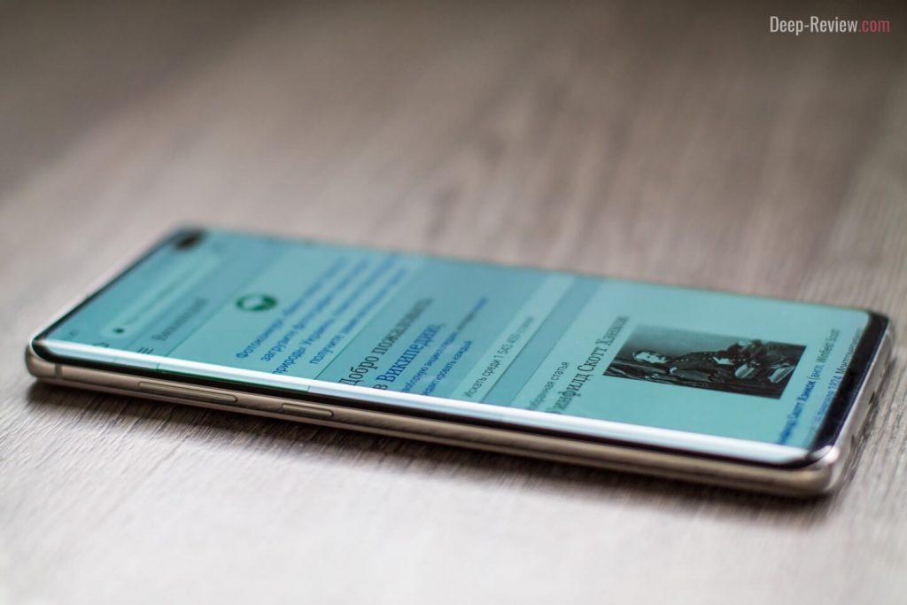 Блики на гранях экрана Samsung Galaxy S10