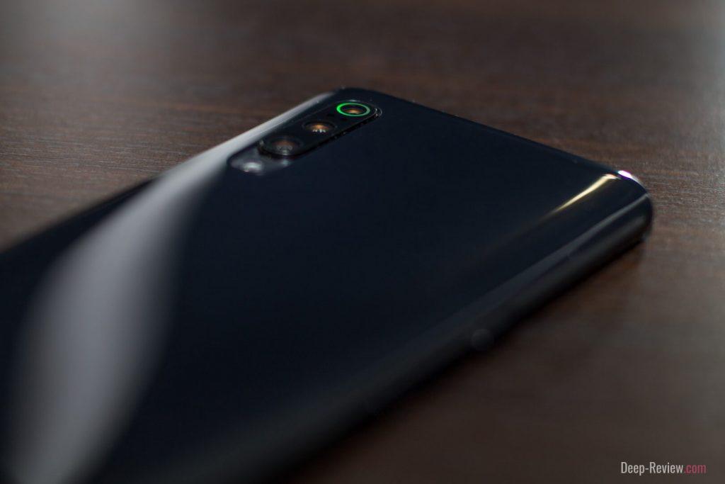 Как выглядит Xiaomi Mi 9 в комплектном чехле?