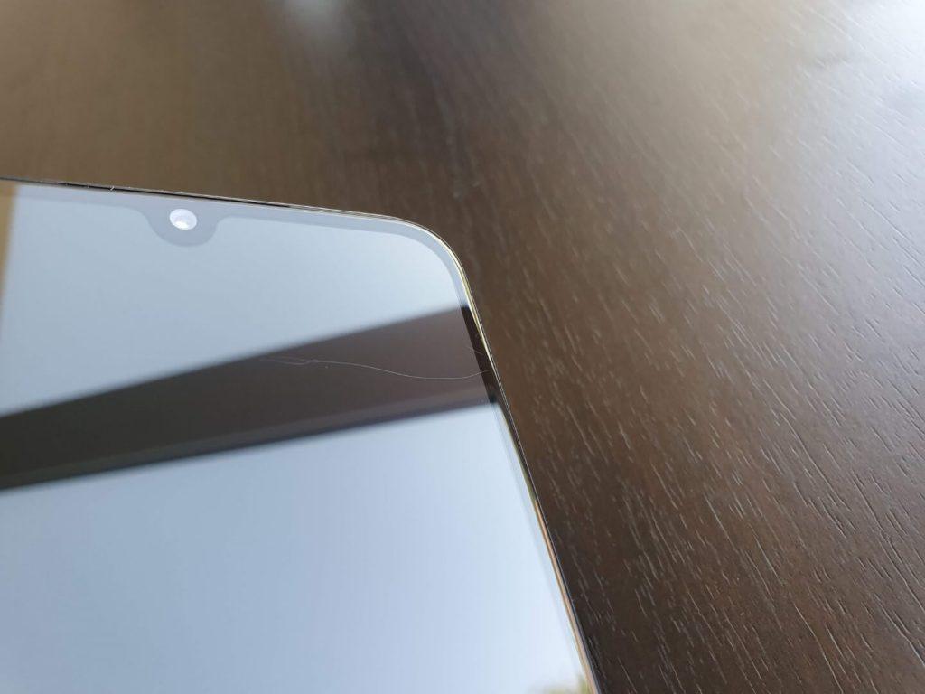 Царапины на экране Xiaomi Mi 9 SE