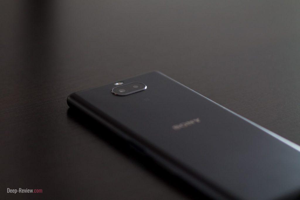 Что находится на задней панели Sony Xperia 10