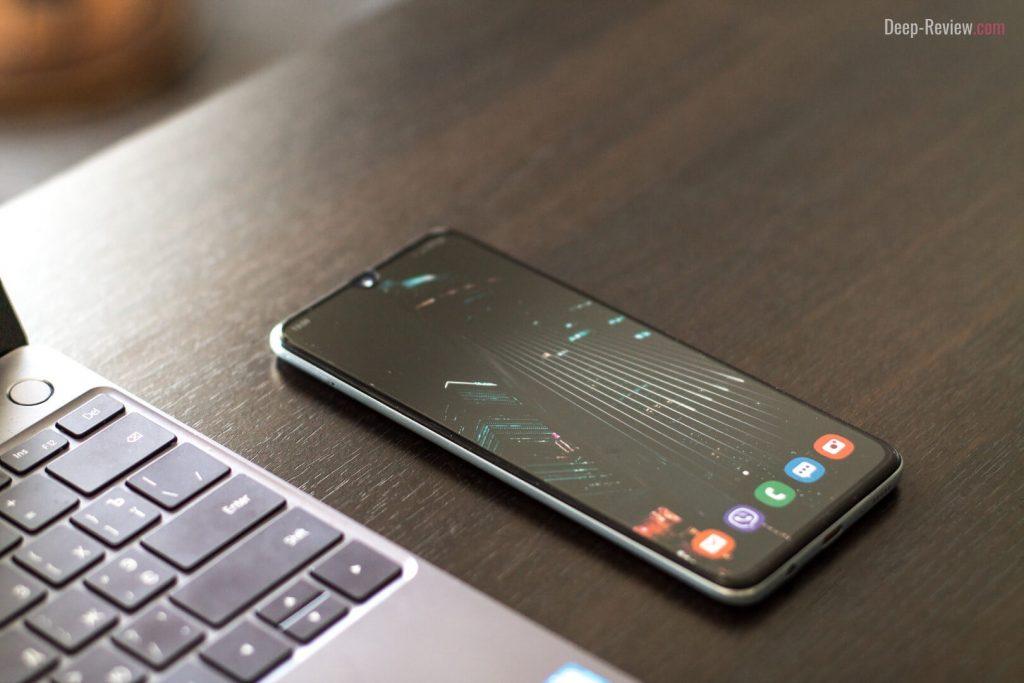 Samsung Galaxy A70 в интерьере