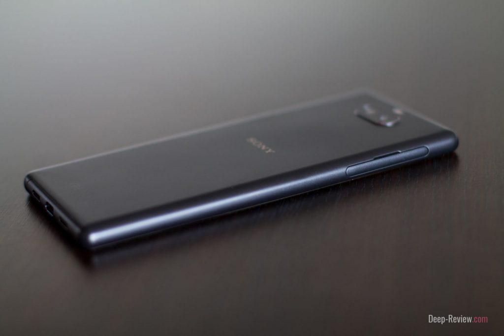 Что расположено на левой грани Sony Xperia 10