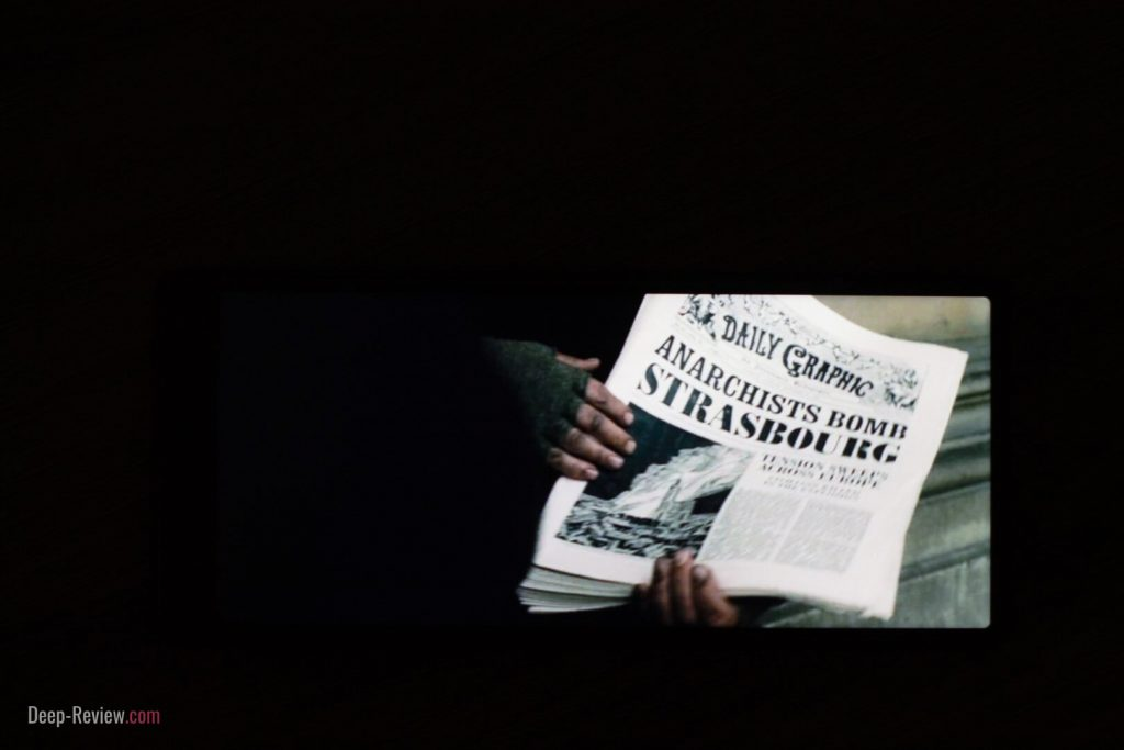 Просмотр фильма ночью на экране Sony Xperia 10