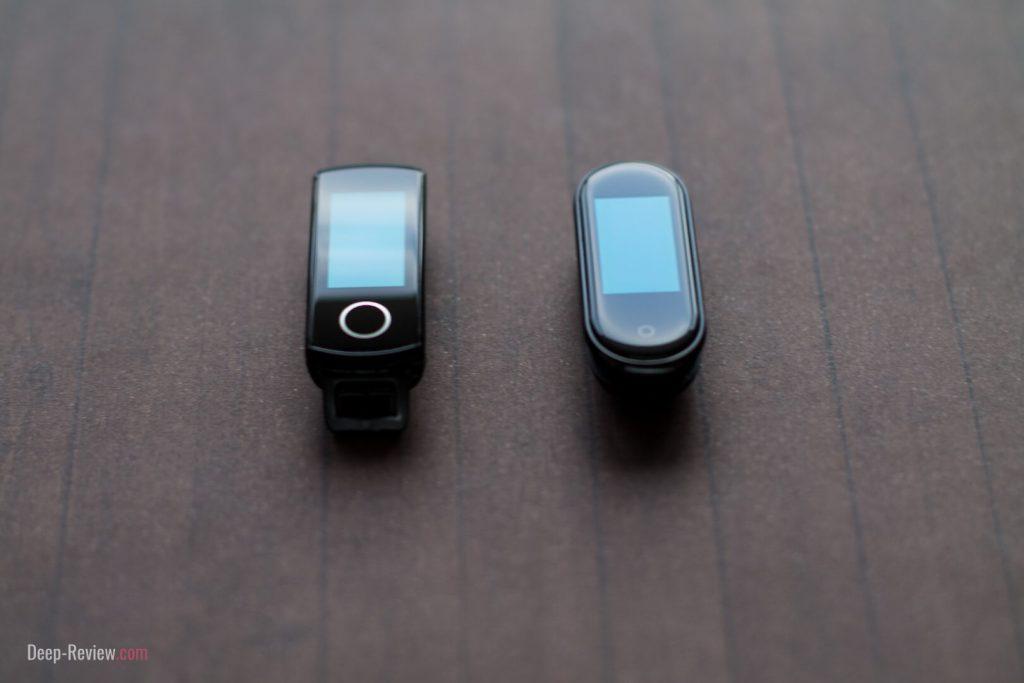 экраны браслетов просвечиваются под стеклом
