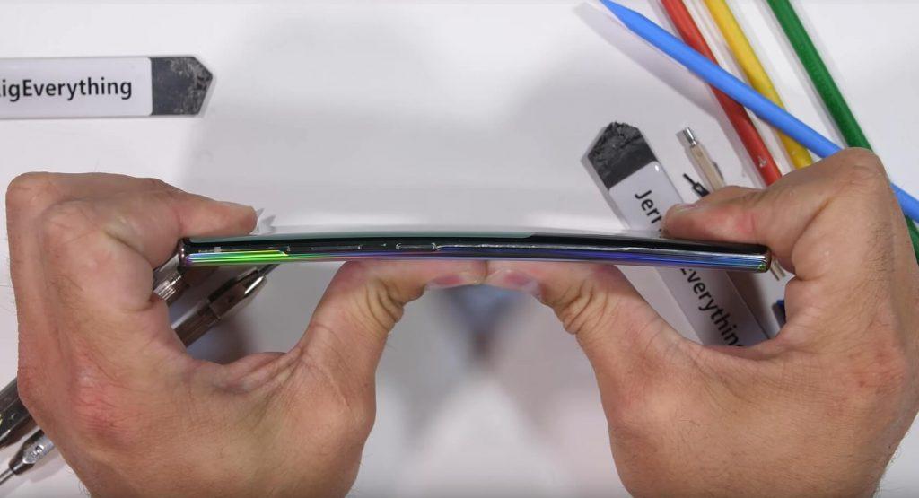тест на изгиб Galaxy Note 10