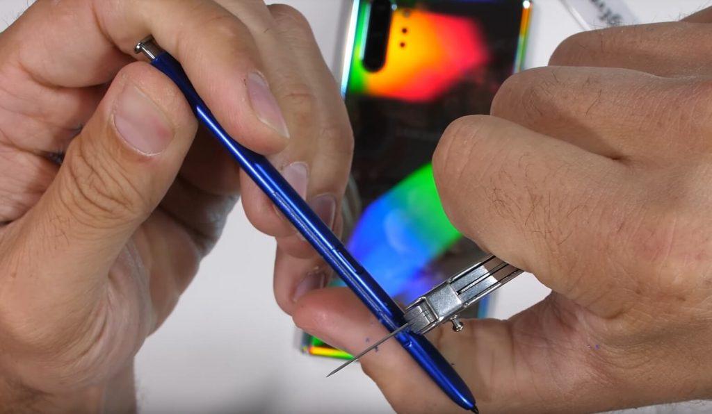 перо S Pen сделано из пластика