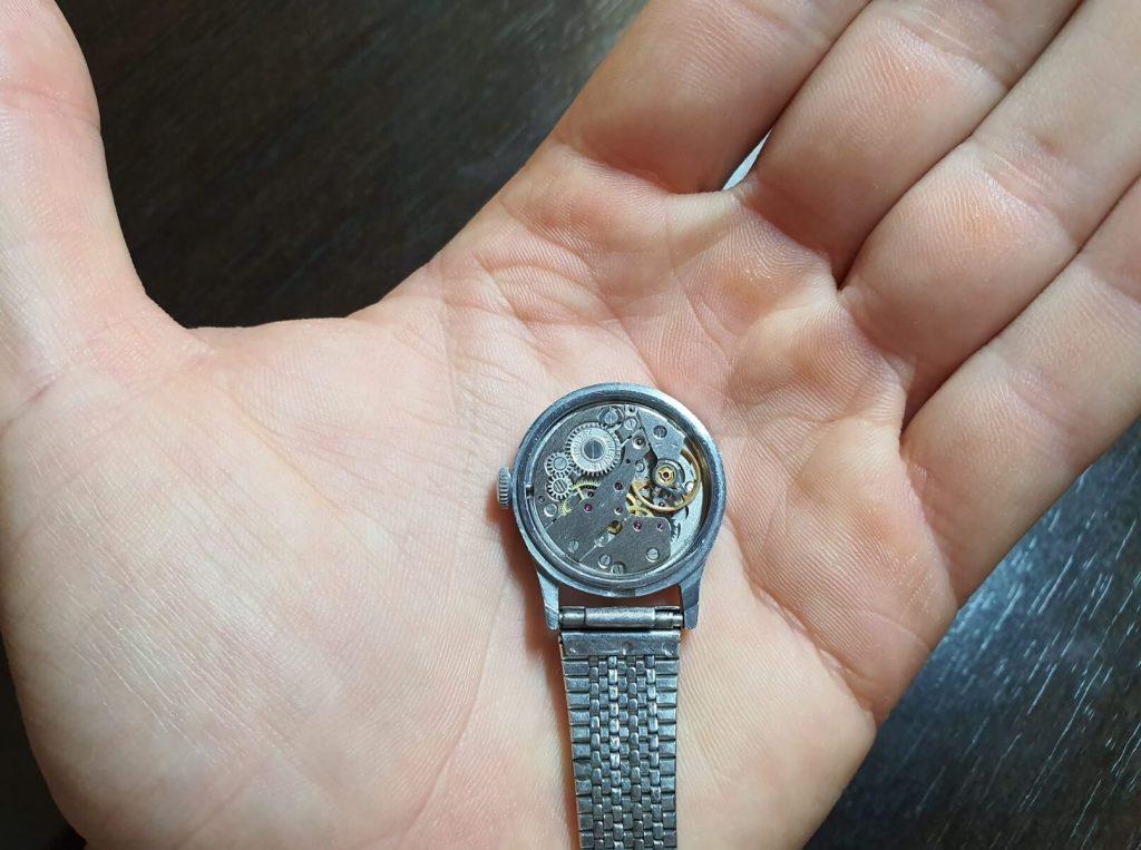 Маленькие часы
