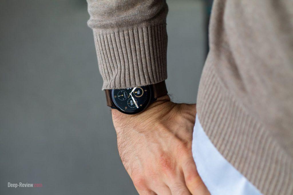 Galaxy Watch Active 2 на мужском запястье