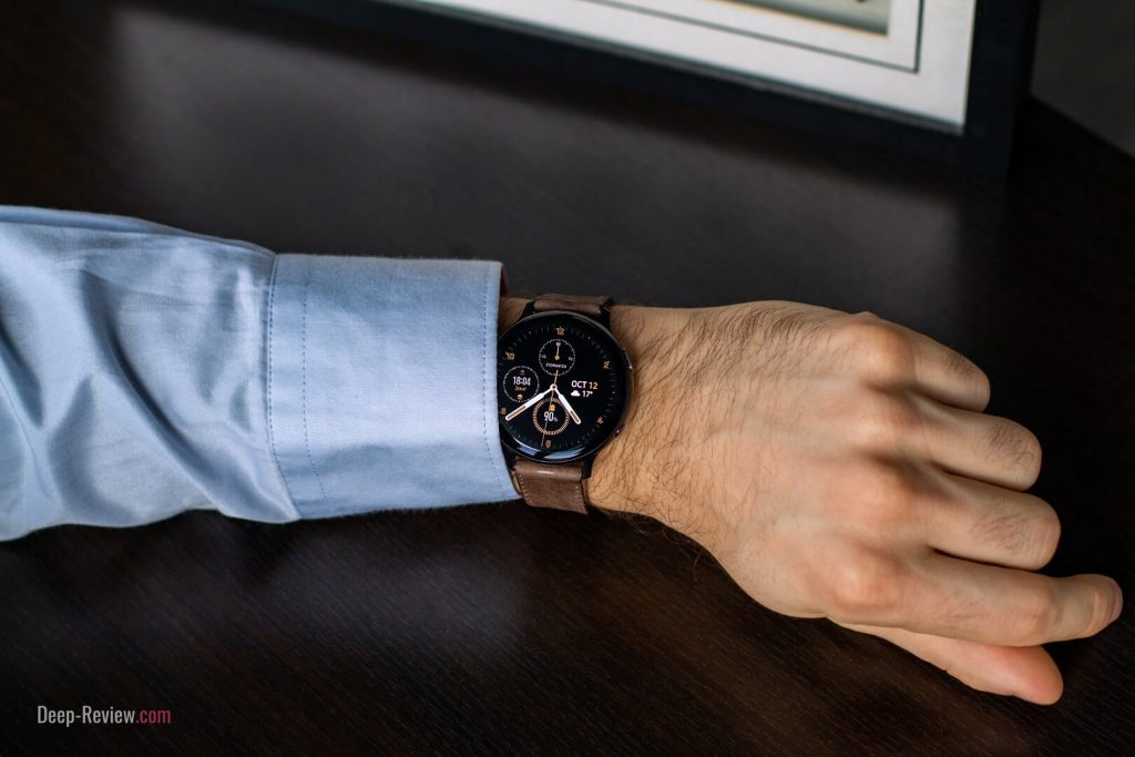 часы galaxy watch active 2 с кожаным ремешком на запястье