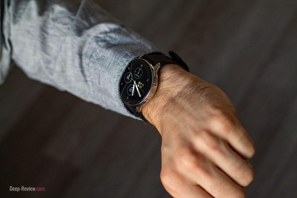 Стальная версия Galaxy Watch Active 2 на запястье