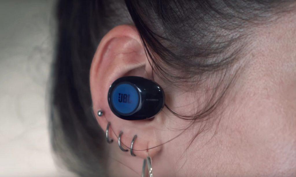 как выглядят JBL Tune 120 TWS в ушах