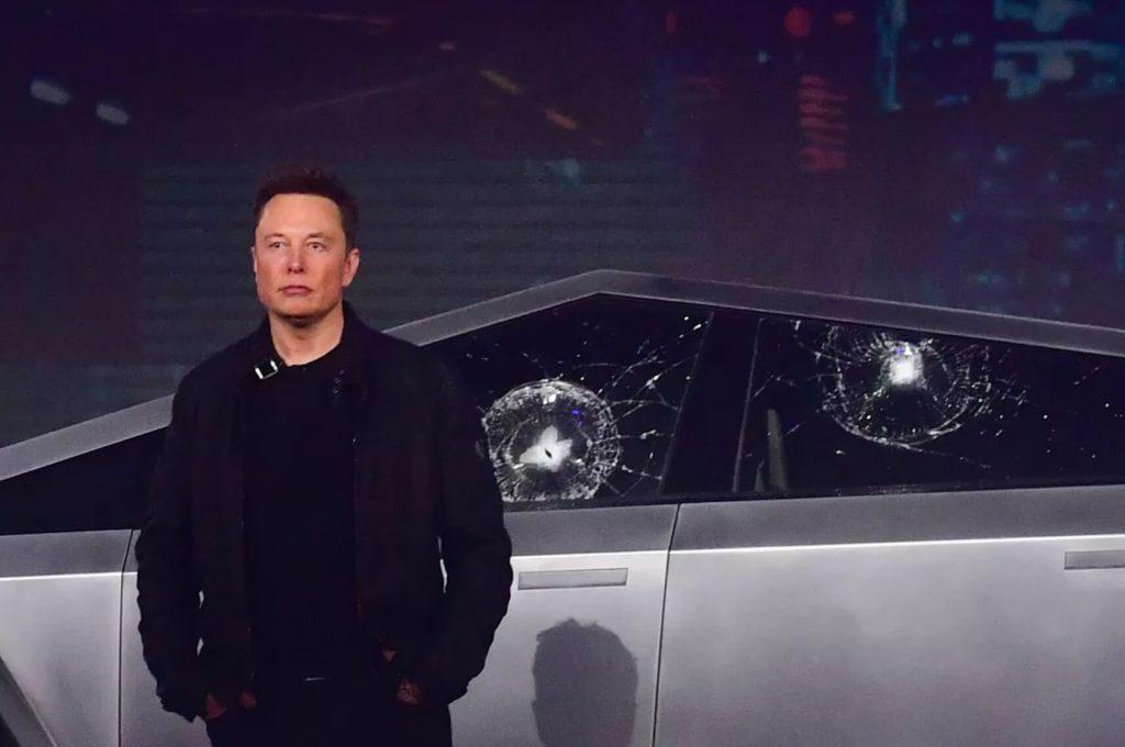 разбитые стекла Tesla Cybertrack