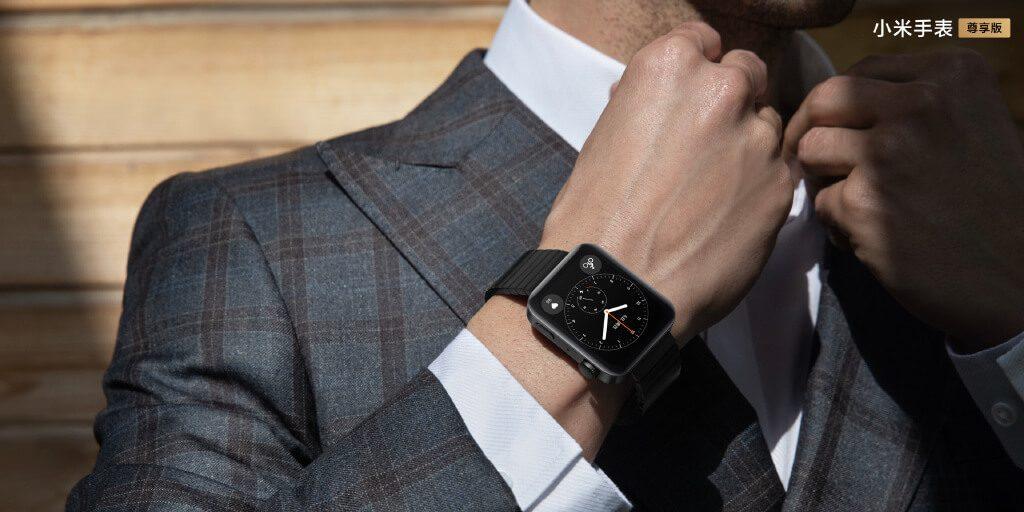 Xiaomi Mi Watch на запястье