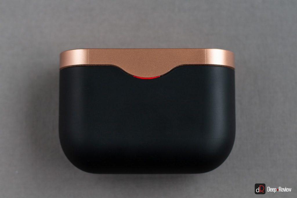 LED индикатор на кейсе Sony WF-1000XM3