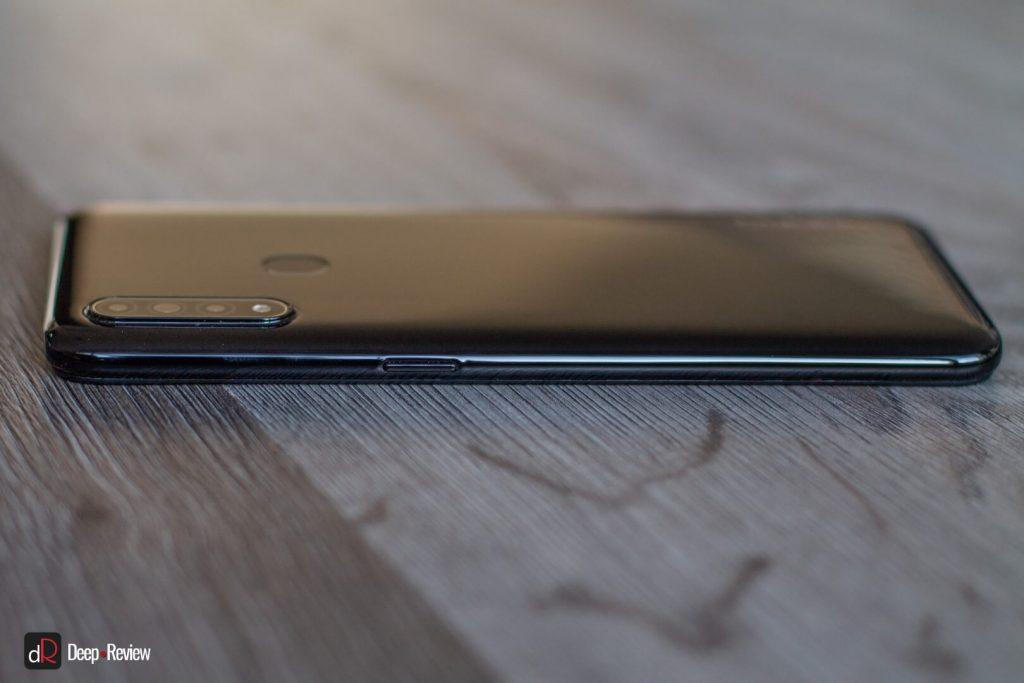 правая боковая грань смартфона