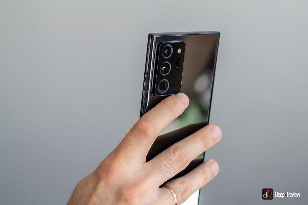 использование выступа камеры, как держателя
