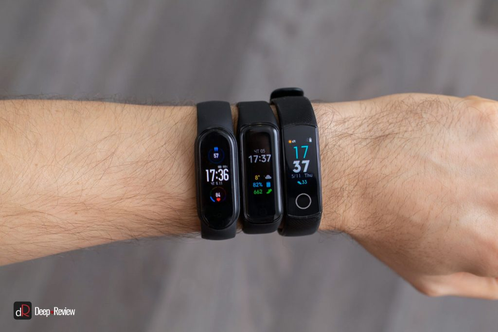 mi band 5, honor band 5 и galaxy fit 2 на руке