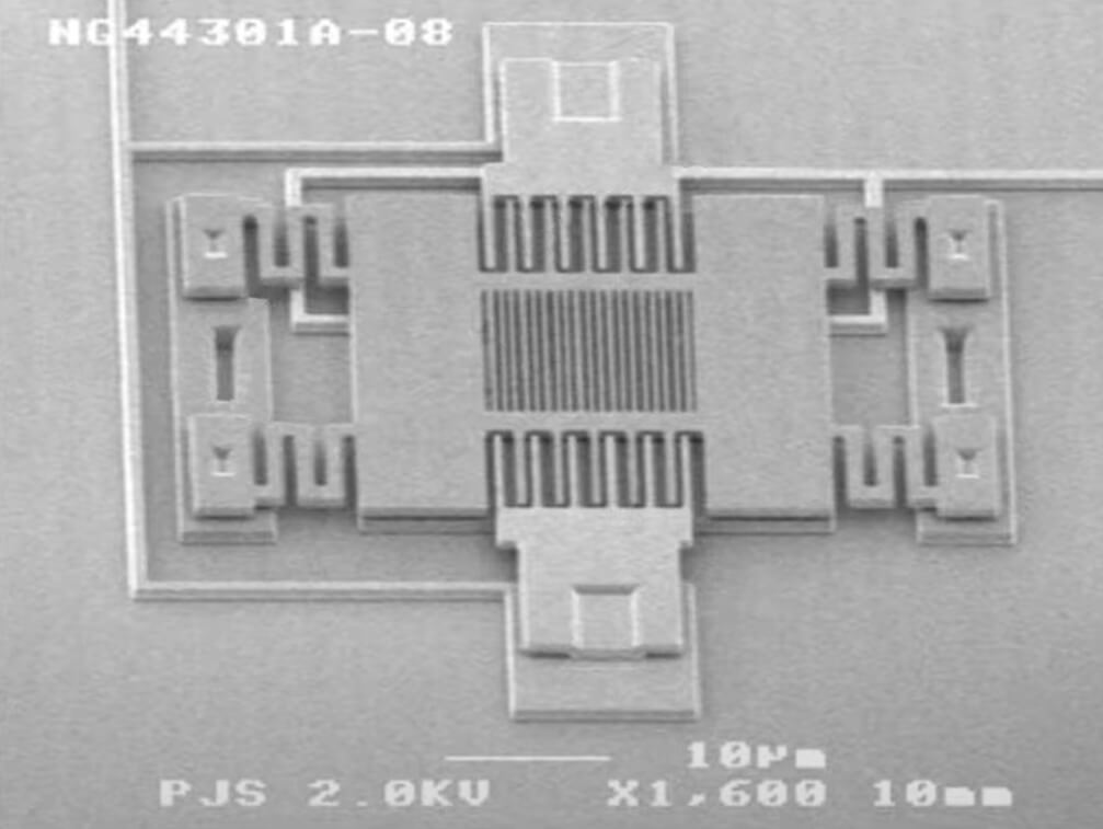 реальный снимок под микроскопом акселерометра