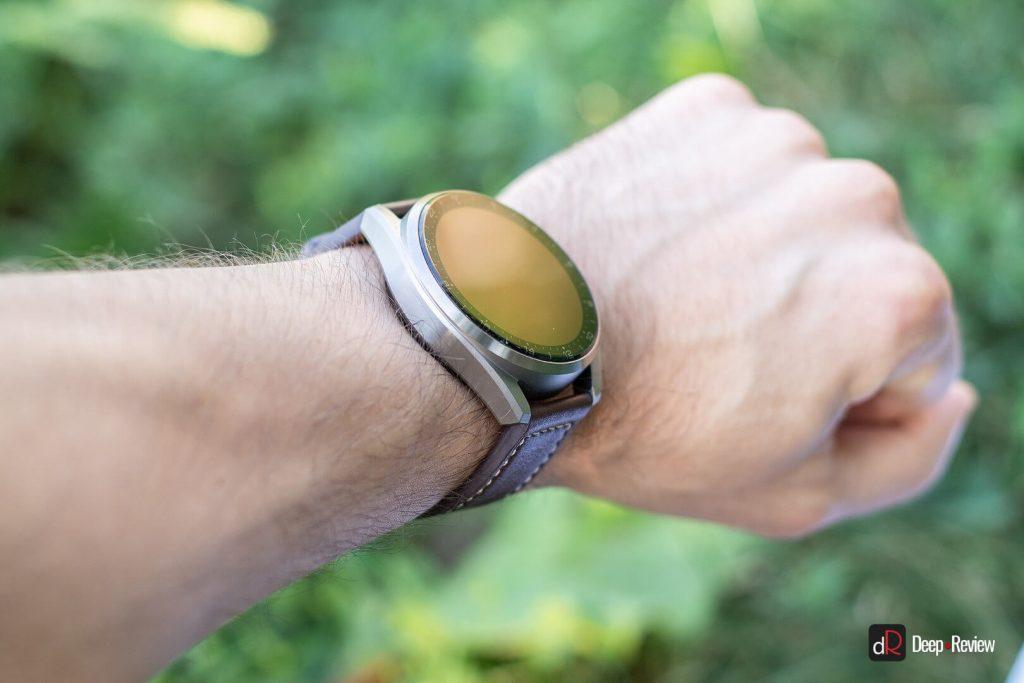 часы huawei watch 3 pro на запястье