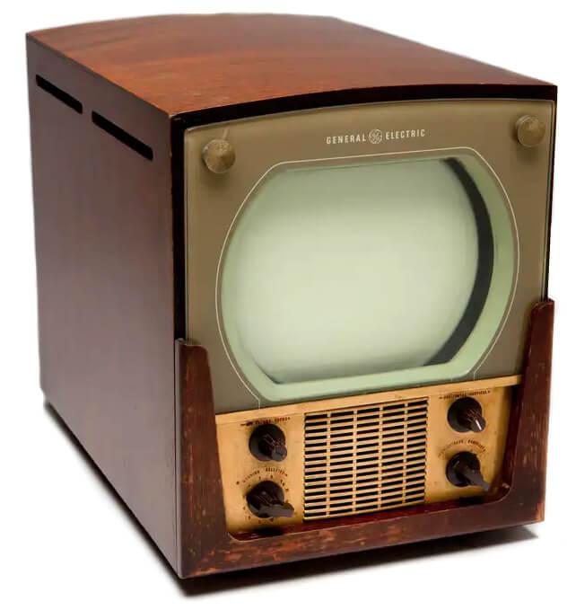 как выглядели первые телевизоры
